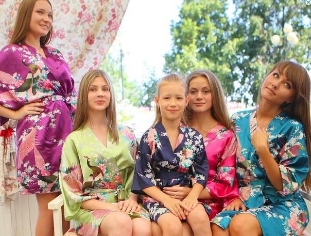 Plus Size Nueva Calidad de Las Mujeres Del Satén Kimono Robes Estilo Corto Mujer Pavo Real Impreso Seda Kimono Robes Bata Dama de Honor Del Banquete de Boda