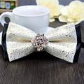Envío Libre de Los nuevos Hombres del doble De Lujo del diamante de impresión de plata pajarita vestido de Cuero lazo novio cena organizada en venta 6589