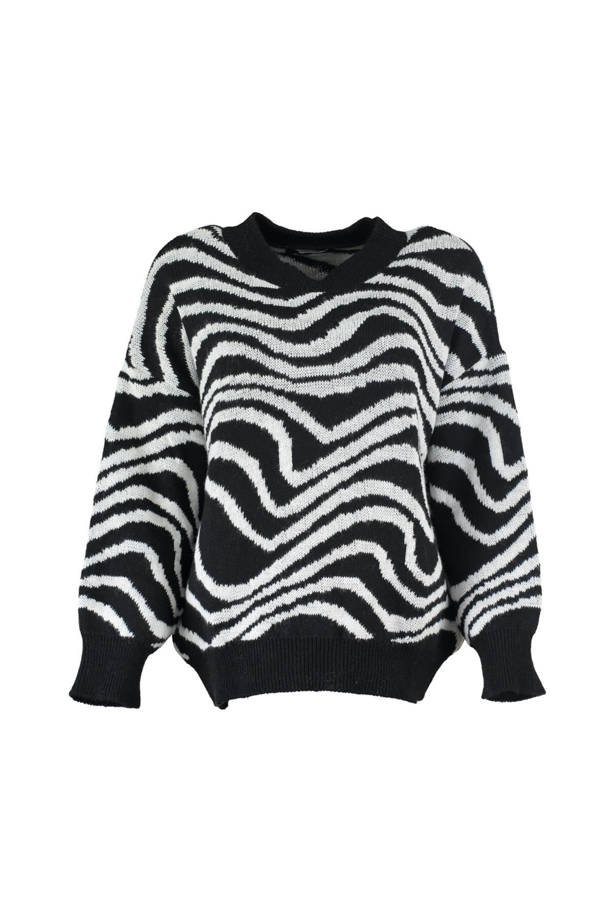 Trendyol WOMEN-Black Pattern Knitwear Sweater TWOAW20FH0009