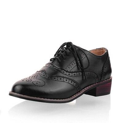 b1f0172fd8 Nuevo 2016 Vintage mujeres talladas Brogue Oxfords moda punta redonda Lace  Up zapatos Oxford para mujer talla 34 43 para mujer Oxfords planos en Pisos  de ...