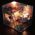 Hoomeda DIY casa de Boneca de Madeira LEVOU Luz Memórias Com Tampa Protetora Contra Poeira Casa De Bonecas Móveis Em Miniatura Presente das Crianças Para Crianças Meninas