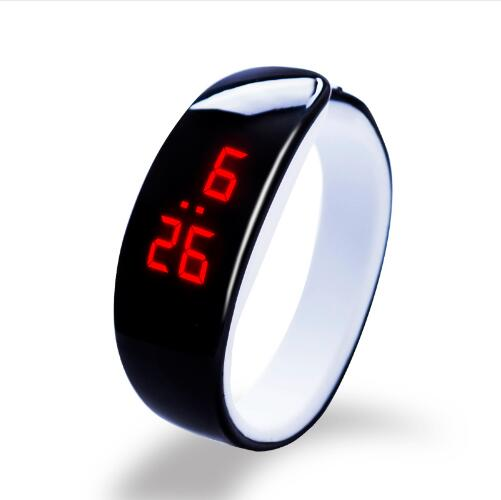 2018 New Fashion Touch Screen LED Digital Wrist Watch for Me
