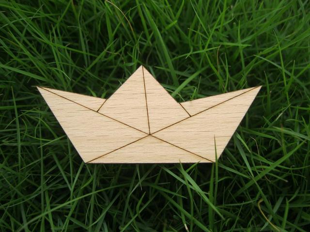 Simple Boat Origami Crane Design Wood Brooch