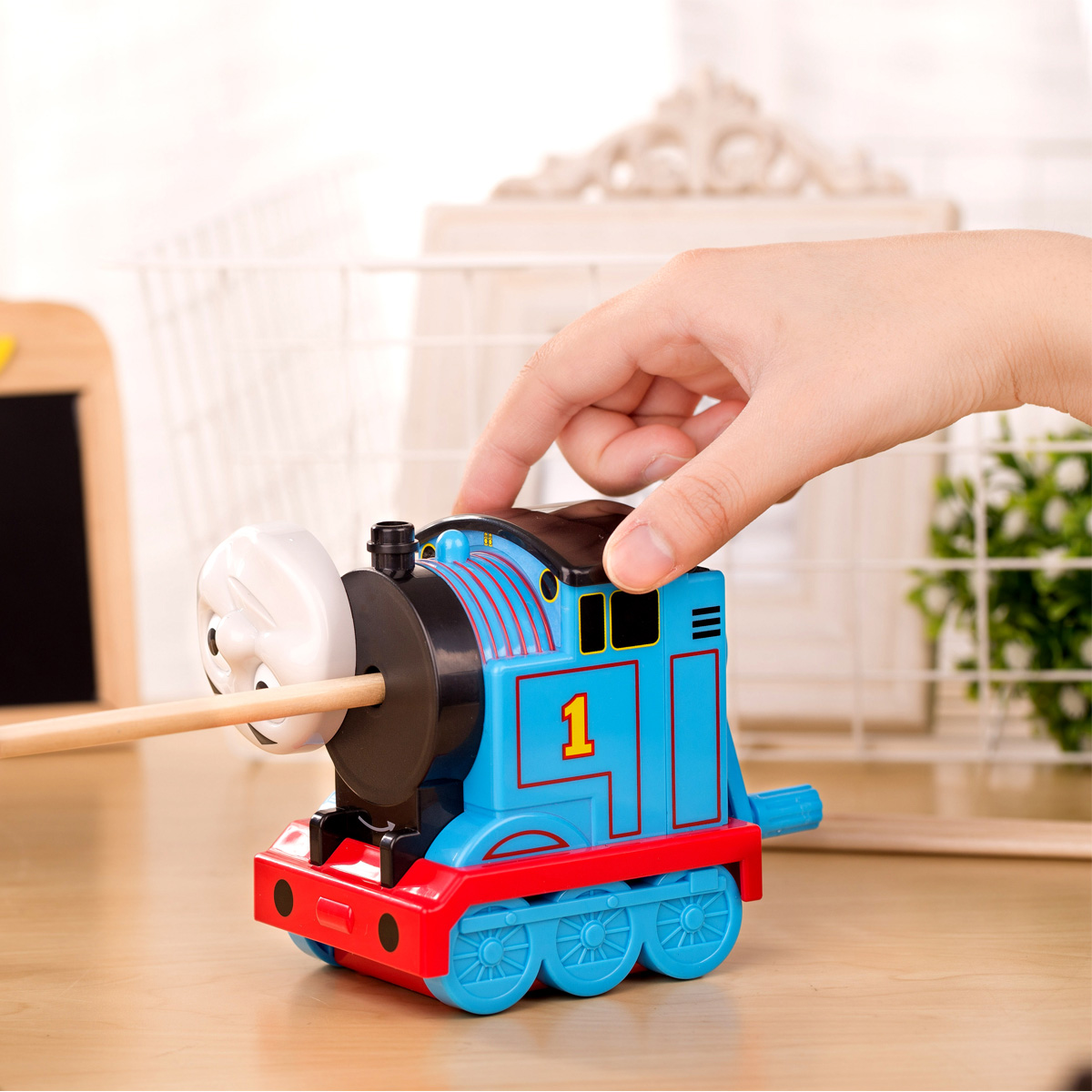 Deli train Pencil Sharpener Mechanical Pencil Sharpeners For Kids School-supplies School Stationary Cartoon Pencil Sharpener deli stationery pencil sharpener mechanical cartoon kawaii pencil sharpener cute pencil sharpener office & school supplies