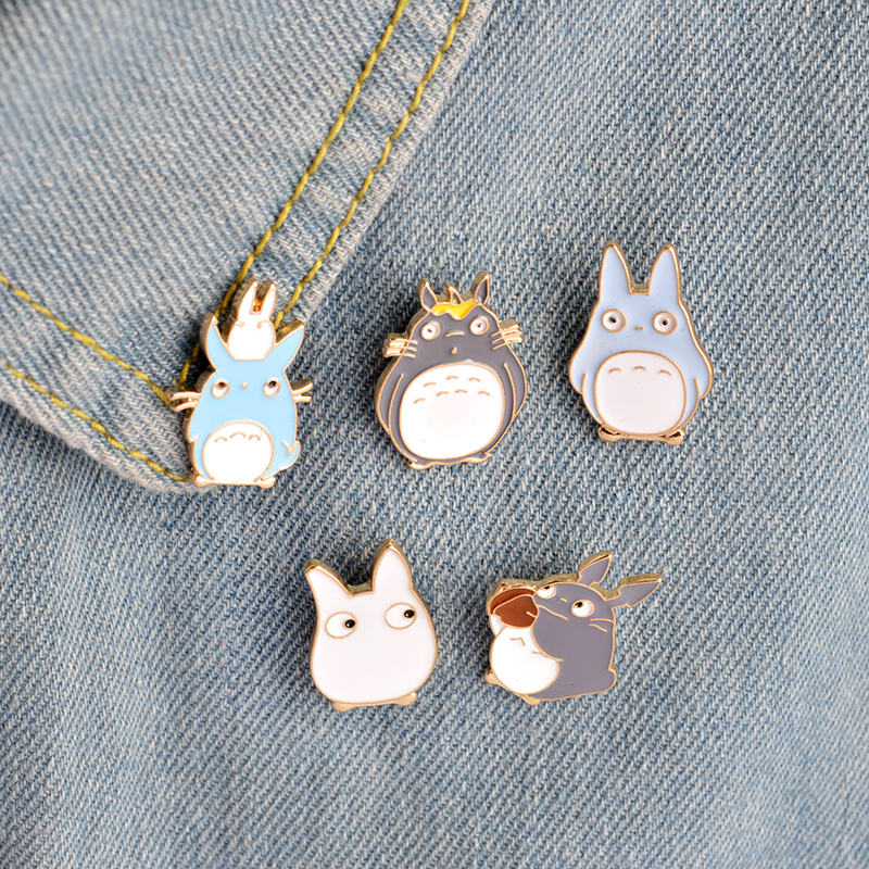 5pcs/set Childhood Cartoon My Neighbor Lovely Totoro Ch inchilla Brooch Button Pins Denim Jacket Pin Badge Animal Jewelry Gift