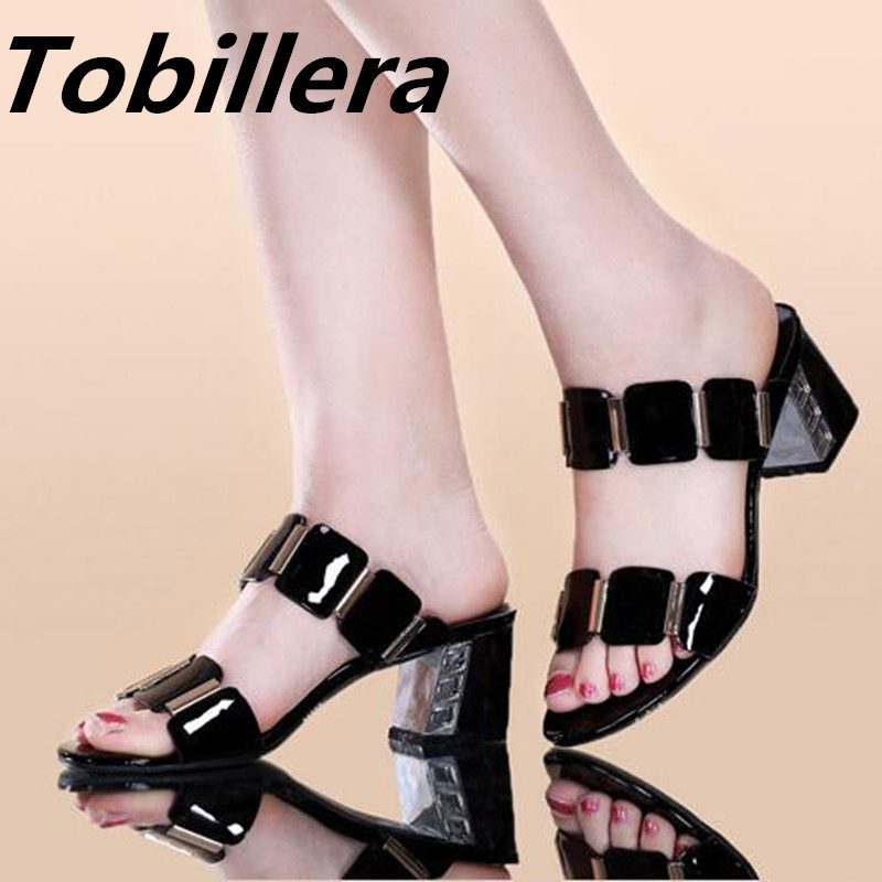 все цены на  Tobillera Fashion White Black Color Sandals Patent Leather Women Low Heels Slippers Open Toe Comfortable Shinny Shoes For Ladies  в интернете