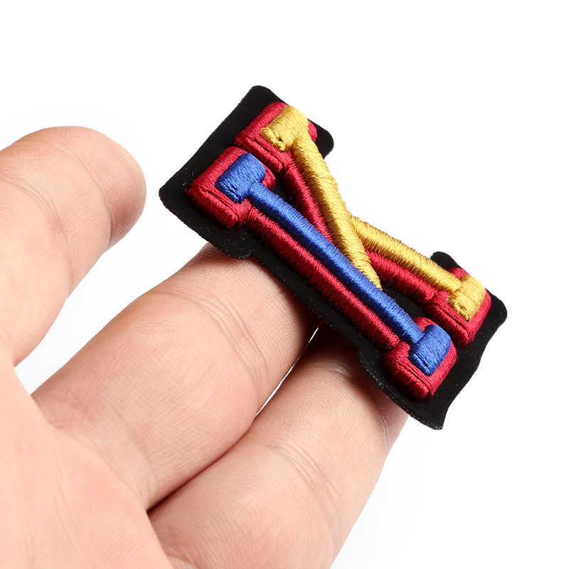 3D Lettera Distintivi e Simboli Ricamato Sew on Patch Colorato Nome Tag Borsa Cappello Camicia FAI DA TE Logo Emblemi Artigianato Alfabeto Decorazioni