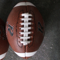 Venta 100 unids/lote juguete formación Size1 #1 La máquina de coser de la máquina de goma de pvc de Rugby 100 gramos Mini fútbol americano para los niños de los niños