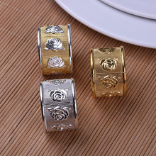 цена 5PCS alloy napkin ring rose napkin buckle gold / silver / gold and silver hotel soft decoration company model room mouth cloth r онлайн в 2017 году