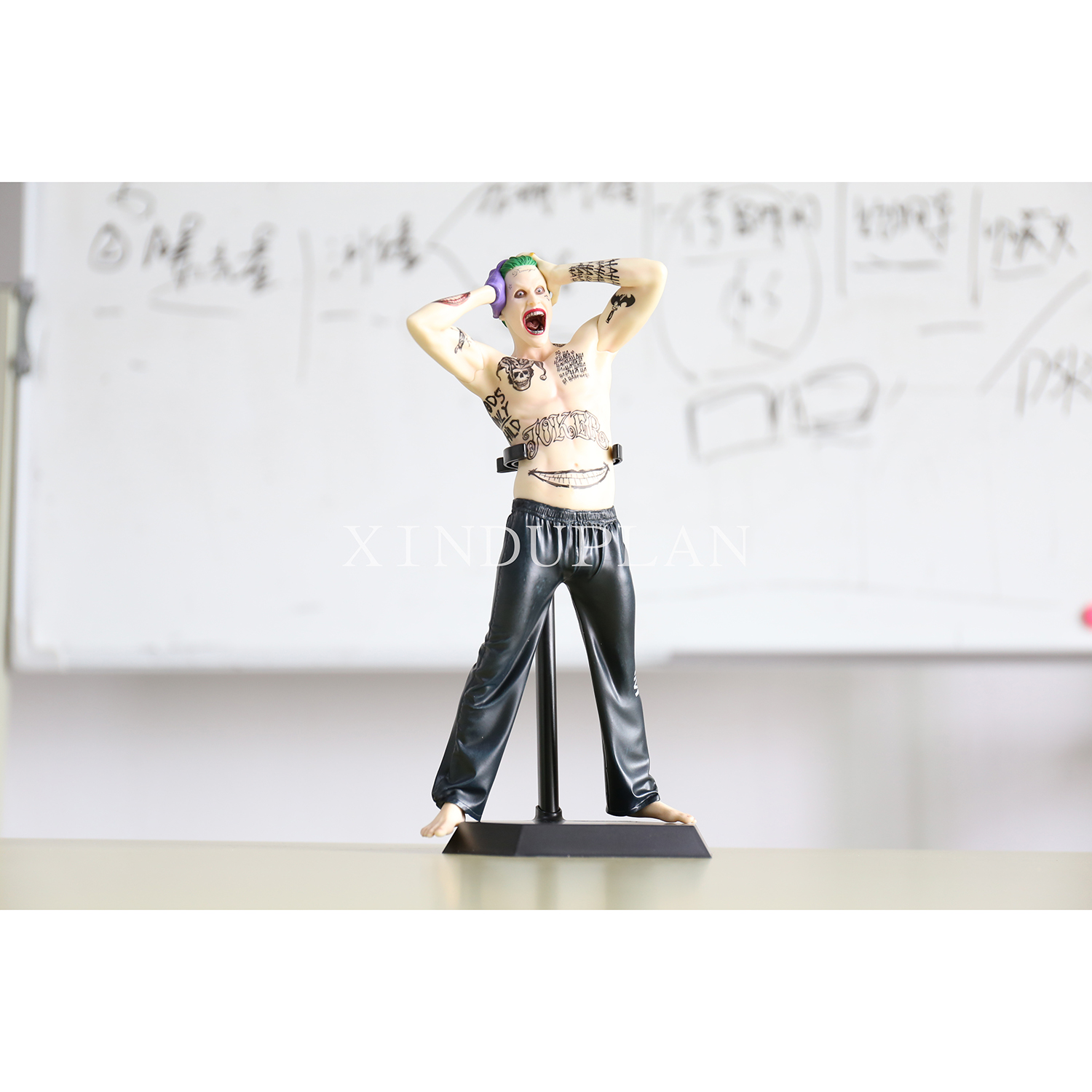 XINDUPLAN DC Comics Justice League Movie Joker Crazy Toys Batman Movable Action Figure Toys 30cm Kids Collection Model 0788 xinduplan dc comics play arts kai justice league batman reloading dawn justice action figure toys 25cm collection model 0637