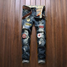 Mens Classic Badge Patchwork Design Hole Jeans Straight Slim Ripped Jeans Male Demin Pants European American Style Fashion Jeans