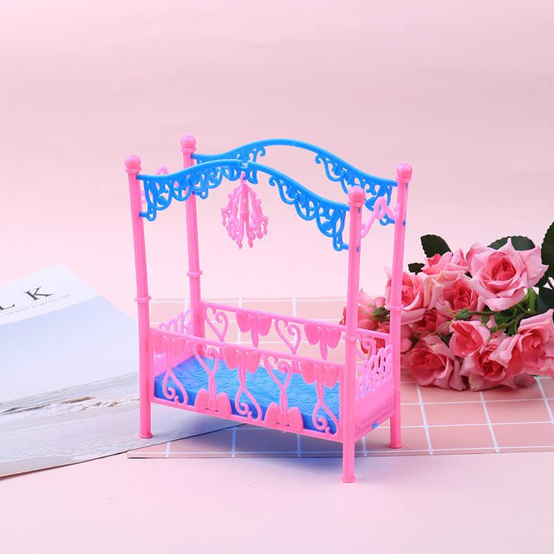 Mode Kunststoff Bett sofa Schlafzimmer Möbel Für Puppen Puppenhaus Mädchen Geburtstag Geschenk Doppel Bett Wiege Kissen Zubehör