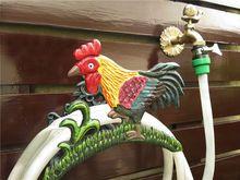 Garden Hose Hanger Wrought Iron Rooster Cock Decorative Water Hose Holder for Summer Cottage Metal Rural Vintage Pipe Storage