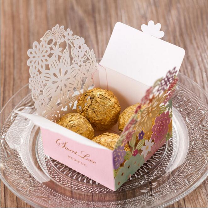 30st / pack Laser Cut Candy Boxes Rosa Papper Blommor Hollow Out - Semester och fester
