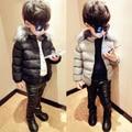 2016 nueva moda de invierno de algodón acolchado wadded chaqueta sólida capa del bebé niño cuello de piel marca engrosamiento outwear para niños venta caliente