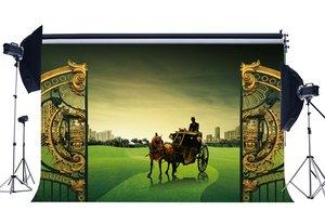 Image 1 - Ancien chariot toile de fond luxueux Golden Gate décors château Royal européen Countyard vert herbe fond