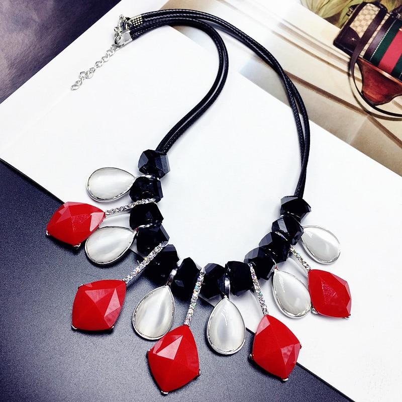 Bijoux en argent saias opale Europe collier à chaîne courte exagérée femme clavicule accessoires coréen coréen rouge résine all-match