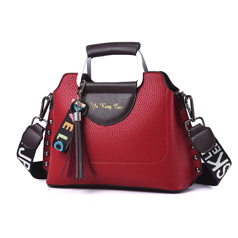 Koreanwomen 39 sbag tassel wide shoulder strap casualwomen 39 s bag2018 spring summerfashion one shoulder bagslungbaghandbagshell bag in Shoulder Bags from Luggage amp Bags