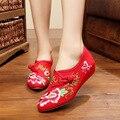 Bordado do vintage Flats 2017 Nova Primavera Outono sapatos velhos Pequim lona Floral bordado das mulheres solteiros sapatos de Dança Tamanho 34-41