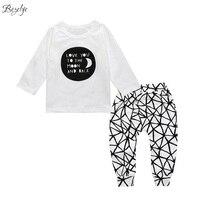 Bebek Giysileri Set Mektup Beyaz Erkek Takım Elbise Uzun Kollu Çocuk giyim Erkek Kız Toddler Giyim için Bahar Çocuk Giysileri