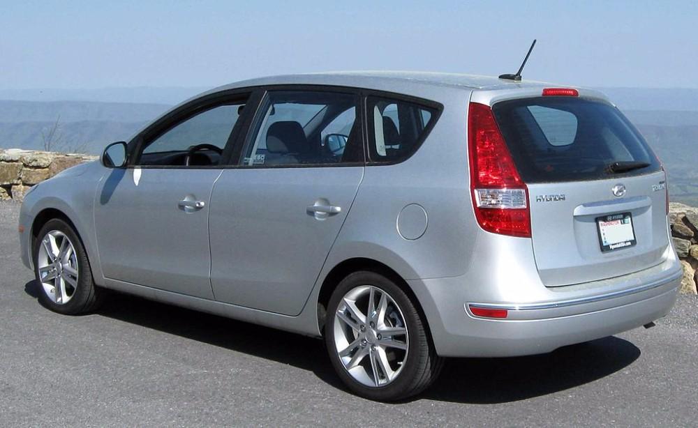 1024px-2009_Hyundai_Elantra_Touring_rear_1