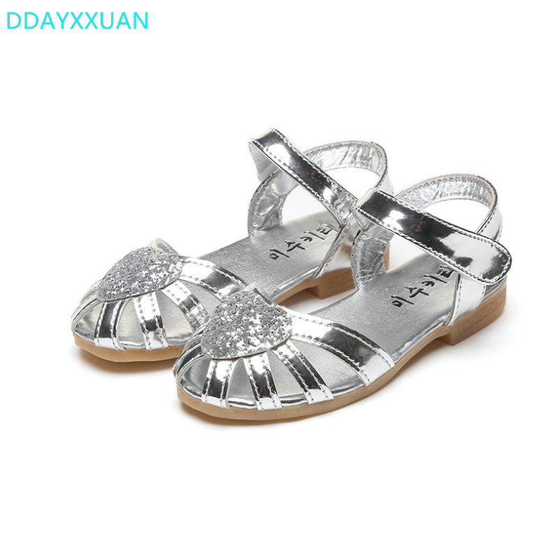 Girls Princess Sandals 2018 New Summer Children Glitter Sandals Kids Girls Soft Shoes Hearts Square Low-heeled Dress Party Shoes