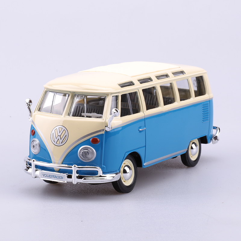 цена на Maisto VW T1 Van Blue Type2 Samba 1:25 Model Car Model Toy Vehicle Car model Diecast Metal Toy For Gift Collection