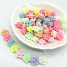 Whsle 100 шт Разноцветные Милые, с цветочным принтом «розы» Форма браслет из акрилового бисера Цепочки и ожерелья искусству изготовления Jewery выводов 13x13 мм 100 шт./пакет