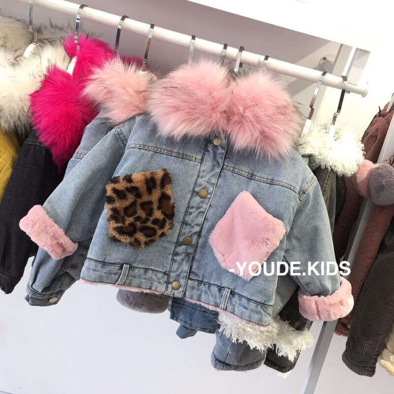 Kids winter 2018 new female children's clothing leopard fur collar pocket denim jacket thick fleece Wide цена 2017