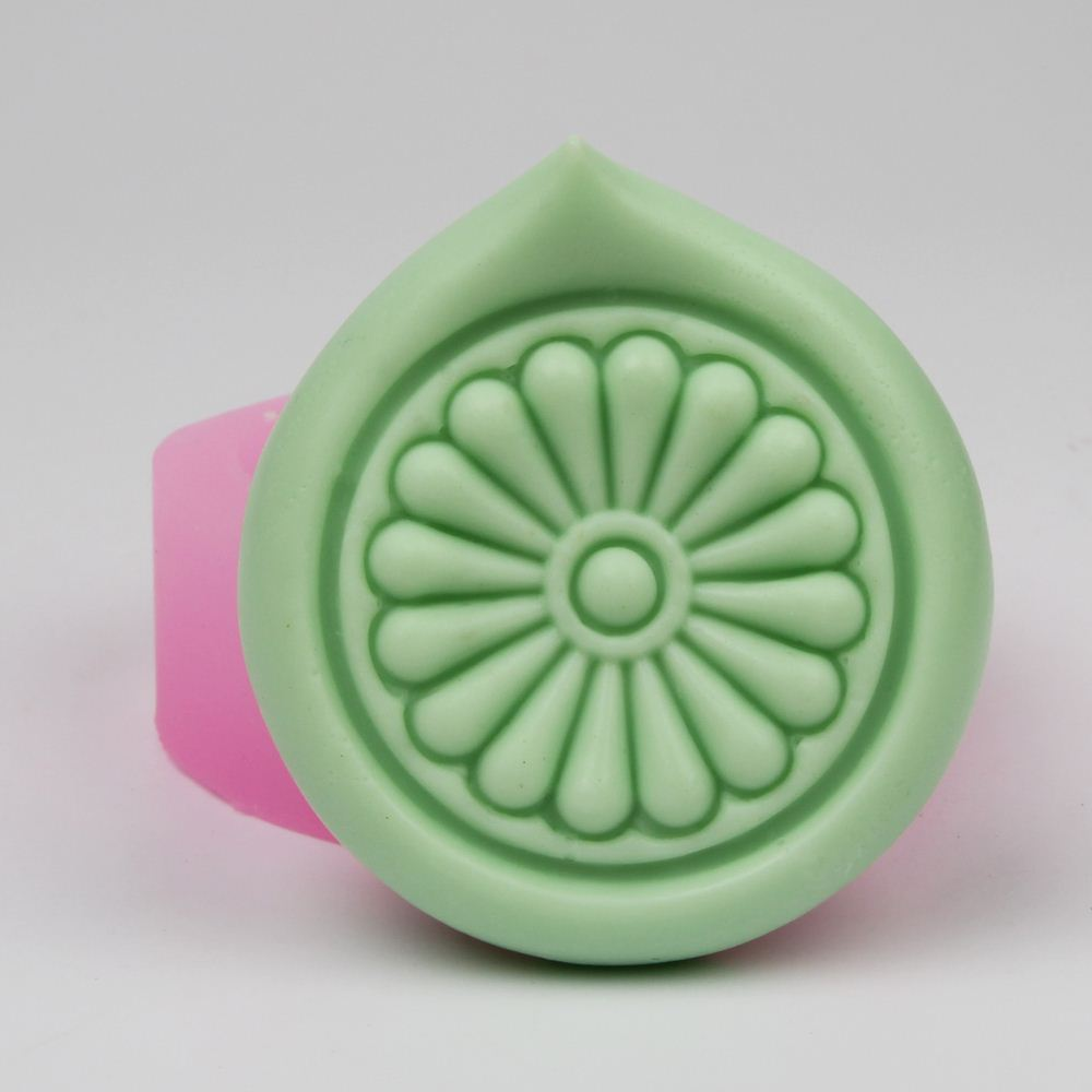 Simple Flower craft Soap Making Molds DIY Round Silicone soap mould in Soap Molds from Home Garden