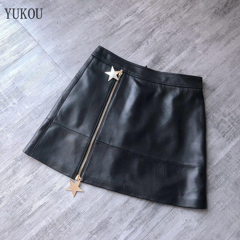0831333e6 Falda corta de piel de oveja de moda 2018 falda brillante de diseño corto  para mujer una falda de ...