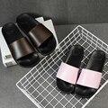 Zapatos zapatillas de moda de verano sencillo hogar interior baño ducha antideslizante de fondo grueso sandalias y zapatillas de verano pareja de hombres