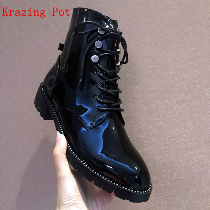 Krazing Pot 2018 genuine leather med heels round toe motorcycle boots superstar luxury metal rivets cross-tied ankle boots L1f2 krazing pot genuine leather 2018 round toe high heels metal fasteners motorcycle boots mature women round buckle ankle boots l26