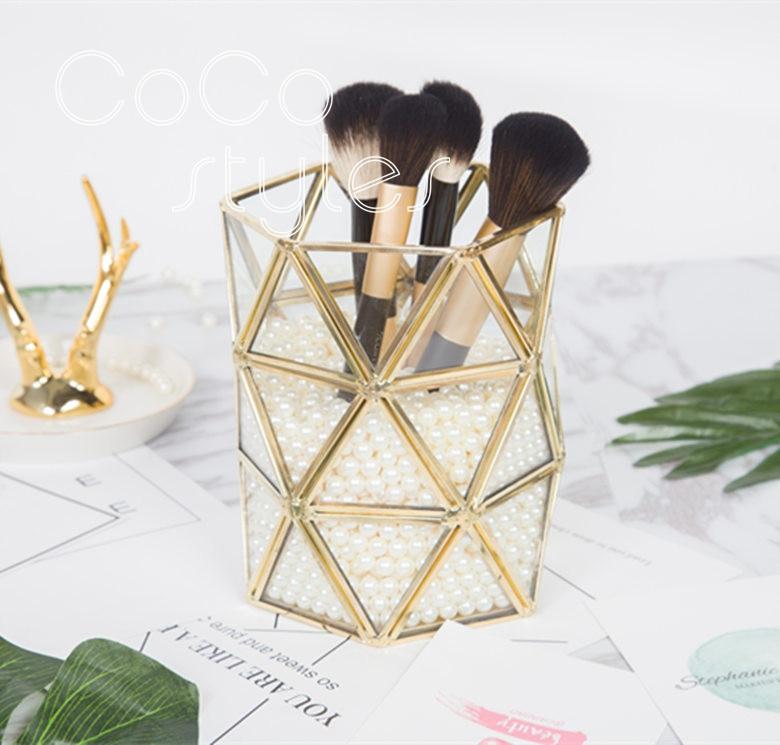 Cocostyles unique mode geometic modélisation maquillage brosse titulaire pour fashionicon royal décoration de la maison accessoires # superseptember