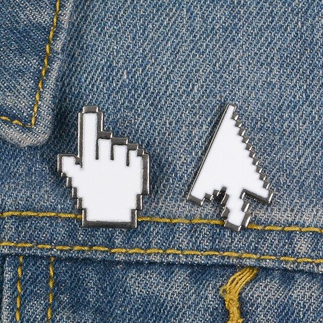 Narzędzie kursora komputerowego gest strzałka broszka białe okno mysz Pixel Symbol emalia Pin koszula dżinsowa przypinka do klapy IT Worker Punk prezent