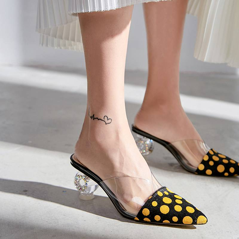 Krazing 냄비 2019 horsehair 인쇄 모피 젤리 샌들 화려한 지적 발가락 이상한 디자인 라인 석 하이힐 뮬 L73-에서하이힐부터 신발 의  그룹 2