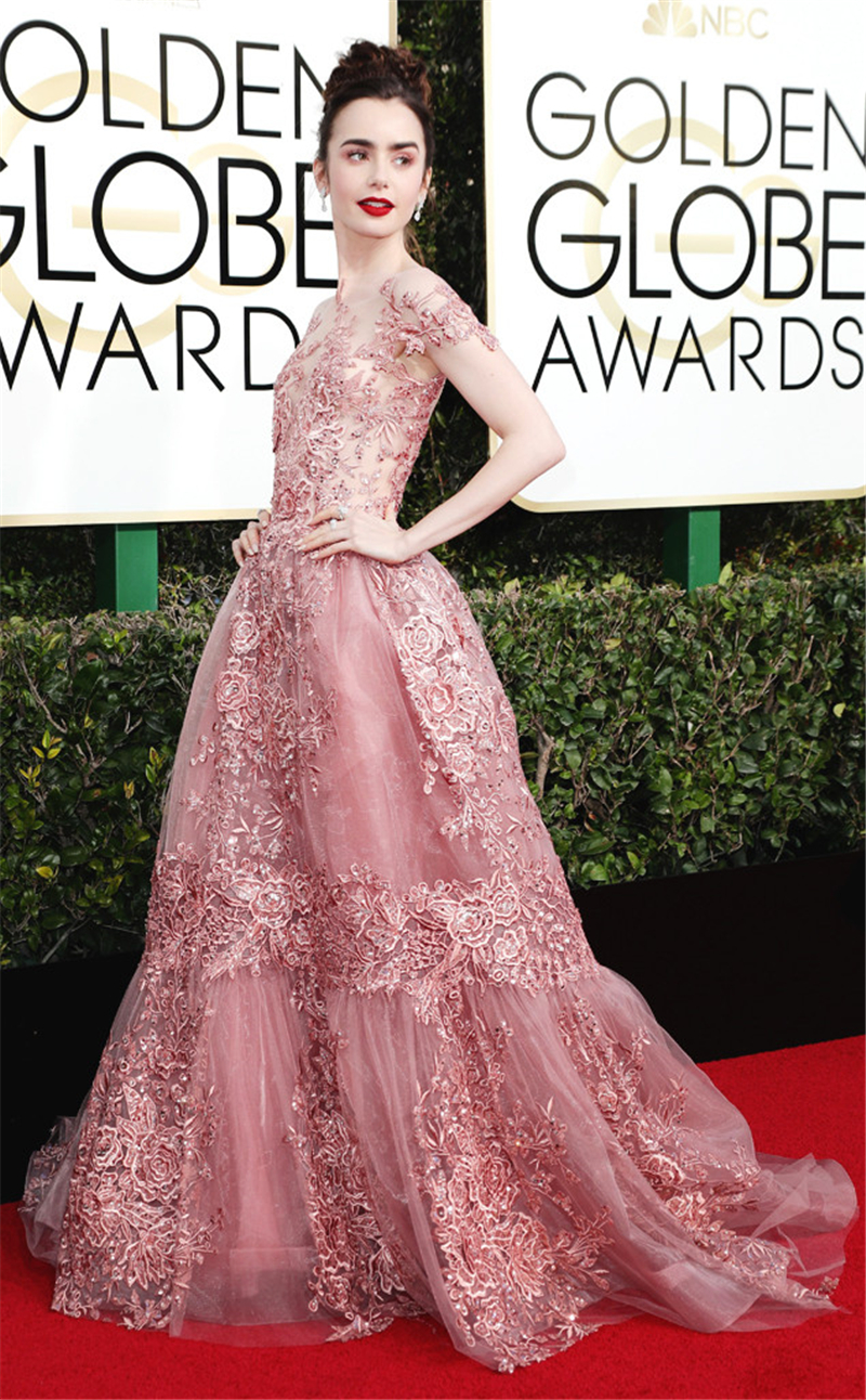 rs_634x1024-170108153812-634.Lily-Collins-Rose-Lace.jl.0100917 (1)