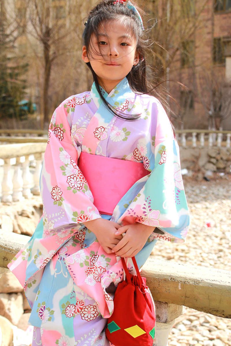 цена 2018 winter children girls japanese traditional costumes kimono dress with obi bathing robe yukata for kids girls dance wear