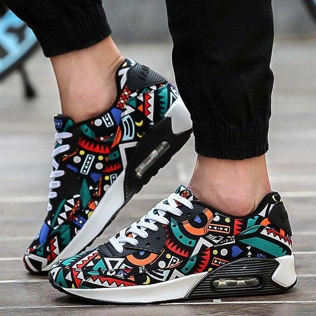 Мода Мужчины Женщины Повседневная Обувь Спорт Сетки Воздуха Дышащий Тренеры Корзина Zapatillas Мужской Прогулки Плоские Печатные Смешанные Цвета