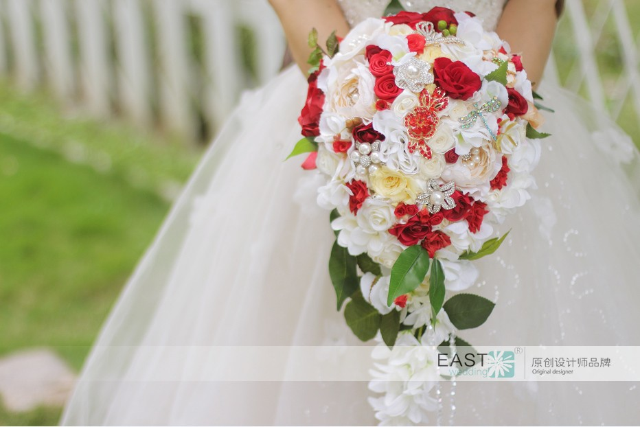 301212f5106 I can custom design a bouquet that meets your needs and your budget. Bouquet  handles are custom design to fit the individual bride.