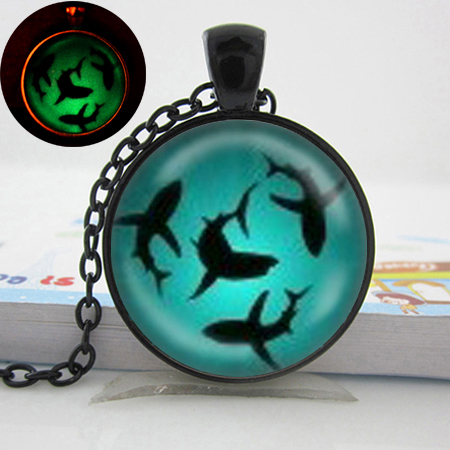 Women jewelry 2015 new fashion necklace Glow in the dark Jewelry Circling Sharks Pendant Necklace Glowing necklace