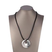 Ожерелье женское длинное круглое из черной кожи с кристаллами
