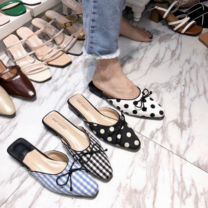 все цены на 2018 Women Slippers Fashion Polka Dot Slides Flat Women Shoes Low Heel Mules Retro Checkered Women Shoes Butterfly-knot Slippers