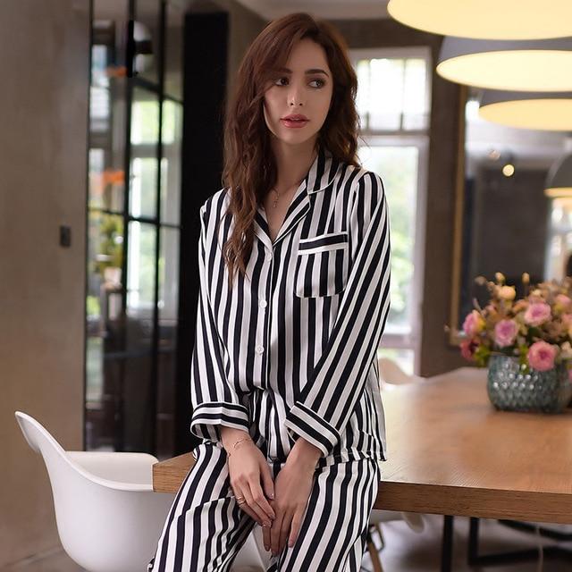 Haute qualité soie véritable montessori a100 % soie vêtements de nuit femmes à manches longues Pyjama pantalon deux pièces ensembles rayé imprimé vêtements de nuit T8131