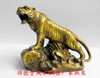 Pure brass mountain tiger copper tiger with a small fu tiger office furniture decoration decoration.