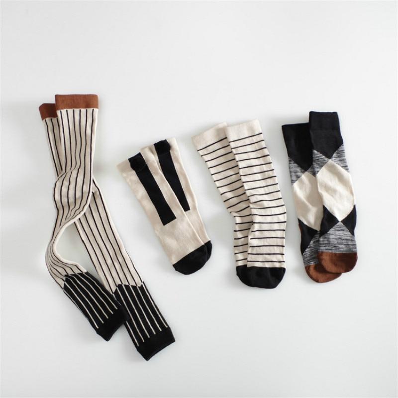2018 Kids Knee High Socks Cotton Geometric Stripes Plaid Black White Pom Pom Socks Boys Girls Meias Fashion Autumn Brand 0-5Y one set vertical stripes socks