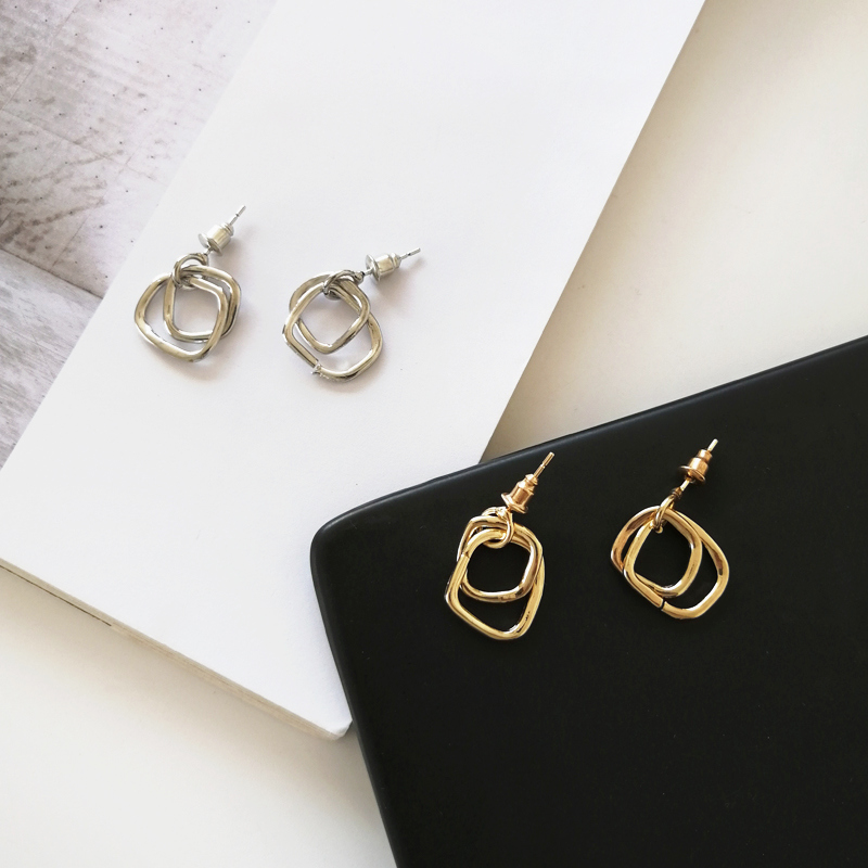 Ms contracted earrings metal geometry retro golden earrings female contracted exquisite gift earrings wholesale fashion girl in Stud Earrings from Jewelry Accessories