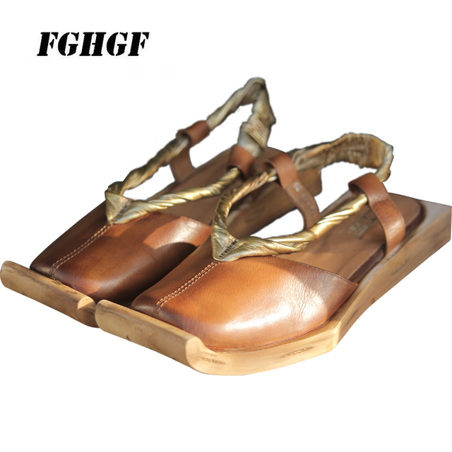 Put your toe up. Calf-top women's shoes with leather banding sandals with low heels Wooden shoes Casual sandals 35 to 39 code