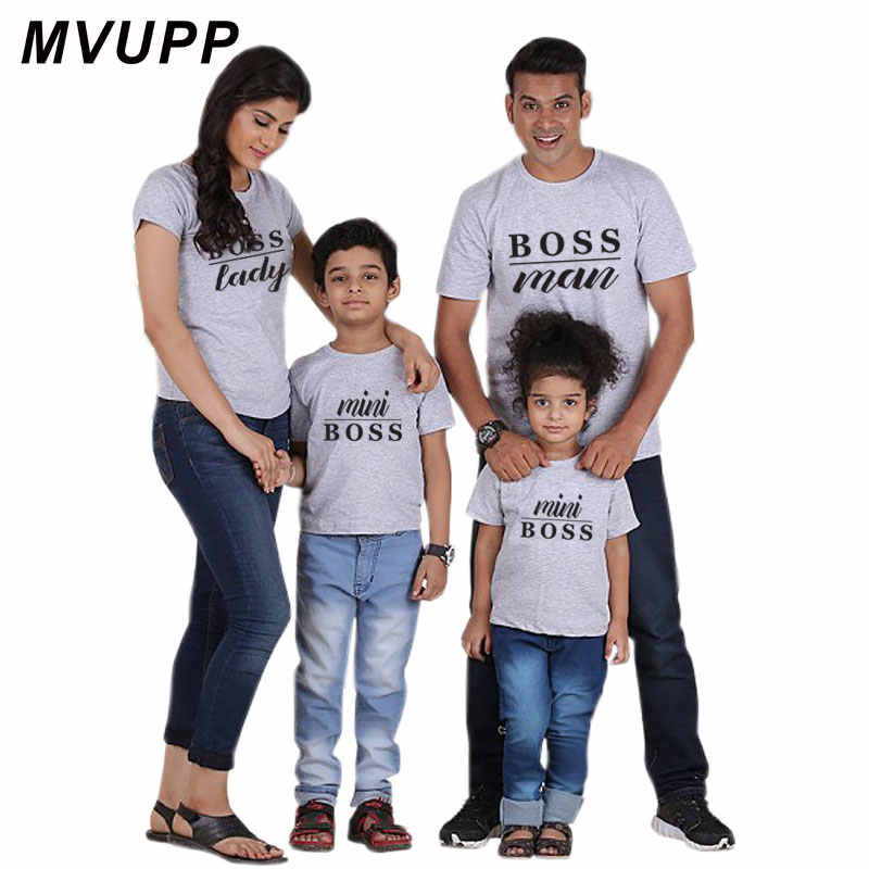 Mommy และ me ดู tshirt ครอบครัวจับคู่เสื้อผ้า oufits พ่อแม่ลูกสาว mini boss ผู้ชาย mum mom daddy baby เสื้อผ้า