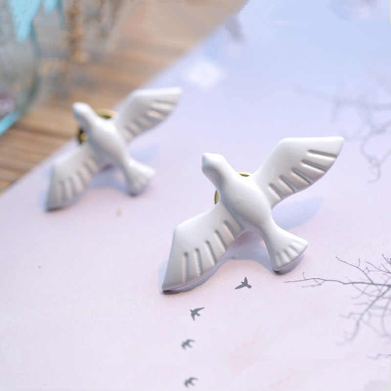 Hot 2019 New Swallow Brooches Acrylic Vintage White Peace Dove Animal Birds Pin Clip Fashion Jewelry Girl Accessories For Women